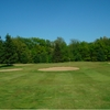 A view of green surrounded by bunkers at Pine View Golf Club